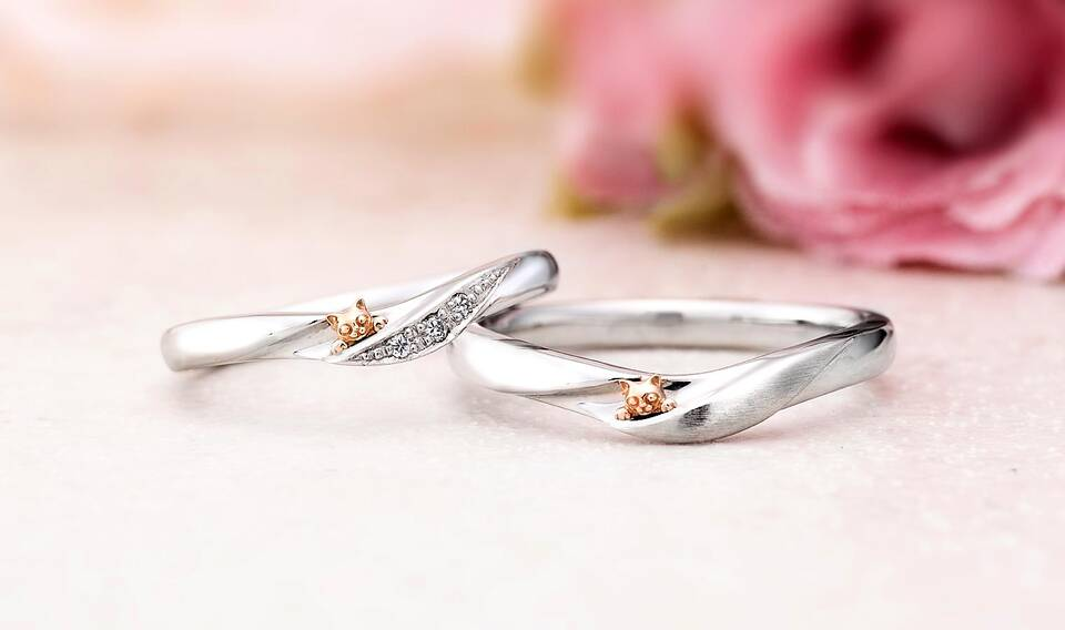 https://neko-takaramono.jp/wp-content/uploads/2020/08/nekojewelry_marriagering_2122.jpg